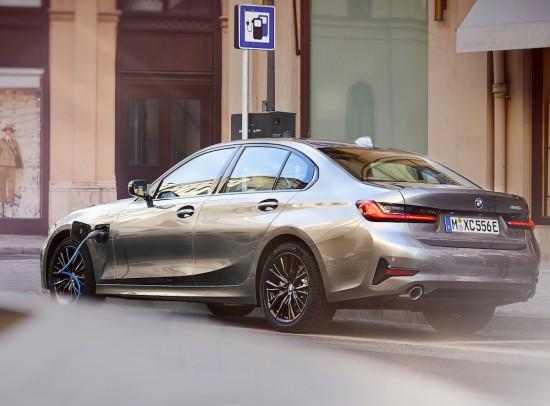 По-спортно и по-ефективно благодарение на най-новата технология BMW eDrive: въвеждане на пазара на новото BMW 330e Седан