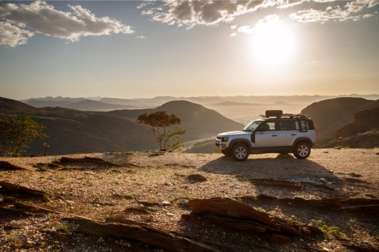 Новият Land Rover Defender в Намибия (Галерия)