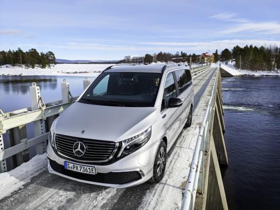 Mercedes тества електрическото EQV в екстремни условия